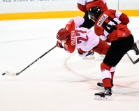 Nicolas Hague (Mississauga) has trouble containing Alexey Polodyan. (Aaron Bell/CHL Images)