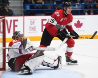 Isaac Ratcliffe (Guelph) posts up in front of the Russian net.Nov 13, 2017. (Aaron Bell/CHL Images)