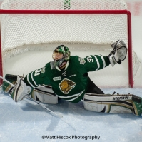 Jordan Kooy sprawls to make a save for the London Knights (Matt Hiscox Photograpy)