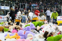 Volunteers help pick up the thousands of stuffed animals thrown onto the ice for the annual Teddy Bear Toss. (Metcalfe Photography)