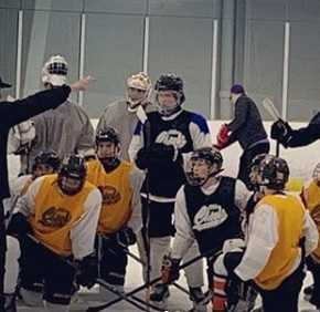 Minor hockey team earns opportunity to practise with Mike Babcock